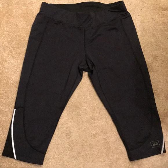 cb2f09c638fb6 REI black workout capri leggings. M_5aa48fb53800c5e4ad3f8f4f